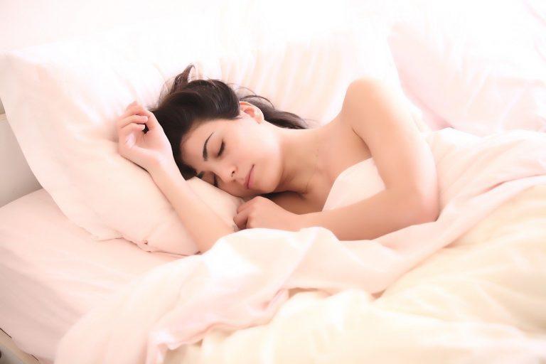 Como acalmar a mente e dormir bem